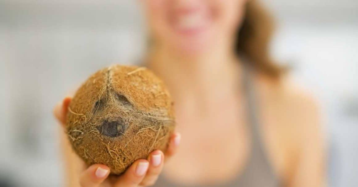 Drink coconut water to helps detox and flush out toxins!