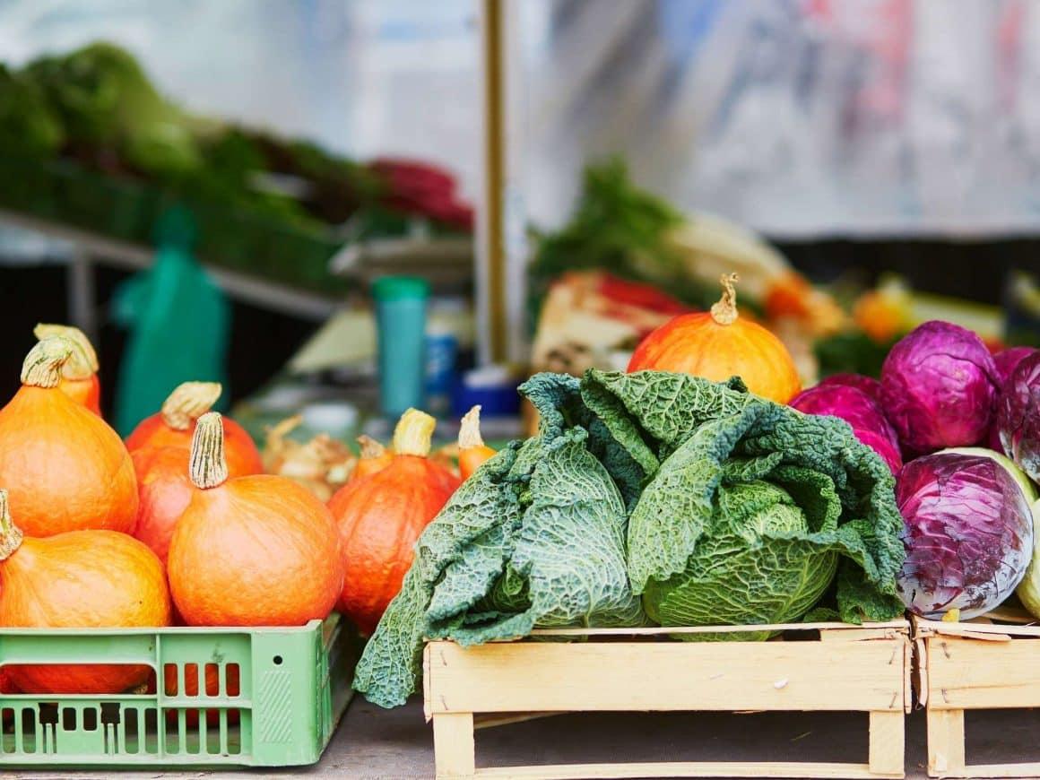 summer bucket list ideas-go to the farmers market